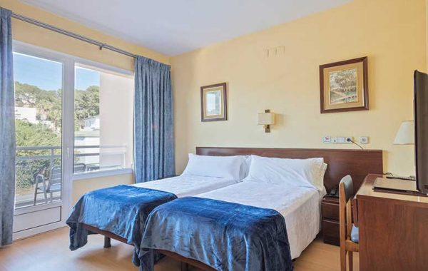 Double Room overlooking Via Augusta with balcony and shower